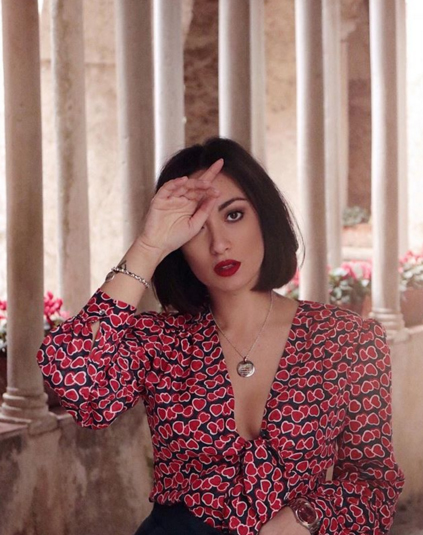 Maria Giovanna Abagnale blogger di www.myglamourattitude.com con camicetta romantica by Tara Jarmon