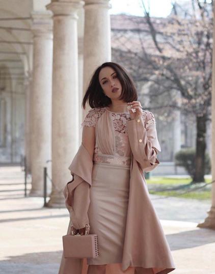 Maria Giovanna Abagnale blogger di www.myglamourattitude.com indossa un trench rosa cipria by Suncoo