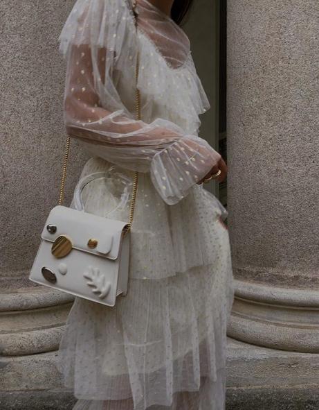 White details per Gioia Giustino