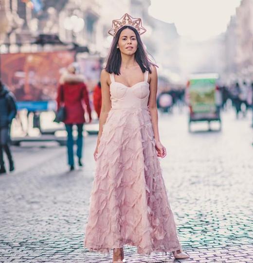 Look da principessa per Alicia Giron in Paperlace