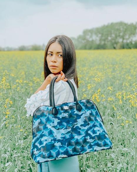 Alicia Giron con borsa Princess Maxi Save My Bag