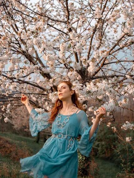 Francesca Giagnorio con abito azzurro Paperlace